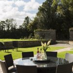 manor-garden-table