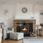 manor-living-room