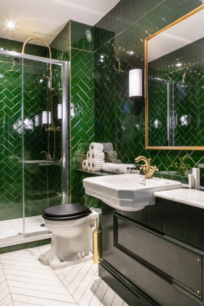 Contemporary ensuite bathroom at The Bedfird in Balham Johnny Stephens